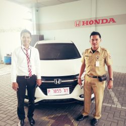 Foto Penyerahan Unit 1 Sales Marketing Mobil Dealer Honda Banyuwangi David Dave