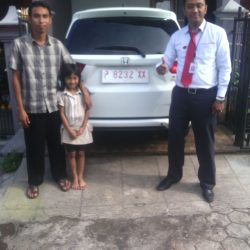 foto-penyerahan-unit-1-sales-marketing-mobil-dealer-honda-banyuwangi-herdi