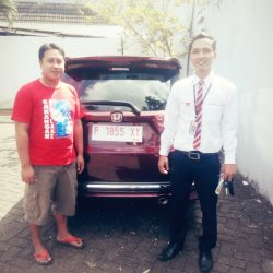 Foto Penyerahan Unit 2 Sales Marketing Mobil Dealer Honda Banyuwangi David Dave