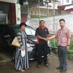 Foto Penyerahan Unit 2 Sales Marketing Mobil Dealer Toyota Batulicin AGUNG NUGROHO