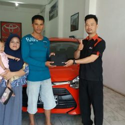 Foto Penyerahan Unit 3 Sales Marketing Mobil Dealer Toyota Batulicin AGUNG NUGROHO