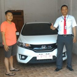 foto-penyerahan-unit-4-sales-marketing-mobil-dealer-honda-banyuwangi-herdi