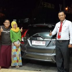 foto-penyerahan-unit-5-sales-marketing-mobil-dealer-honda-banyuwangi-herdi