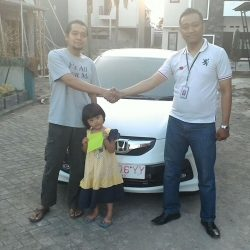 foto-penyerahan-unit-6-sales-marketing-mobil-dealer-honda-banyuwangi-herdi