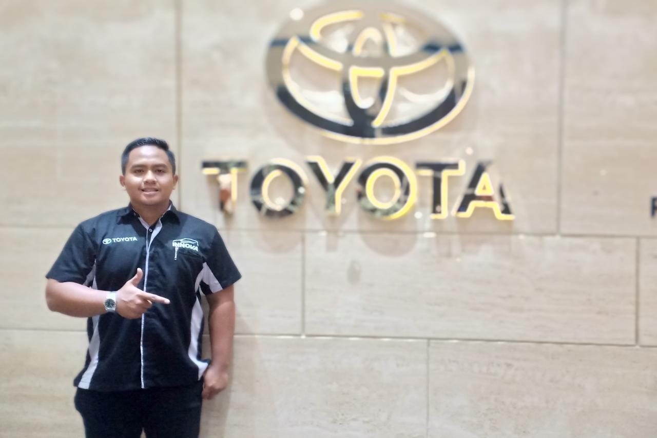 Sales Marketing Mobil Dealer Toyota Roky