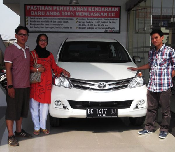 foto-penyerahan-unit-1-sales-marketing-mobil-dealer-toyota-medan-freddy-panjaitan