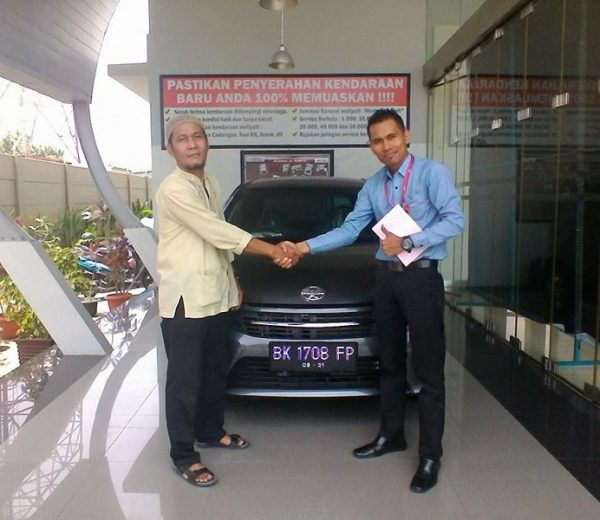 foto-penyerahan-unit-9-sales-marketing-mobil-dealer-toyota-medan-freddy-panjaitan
